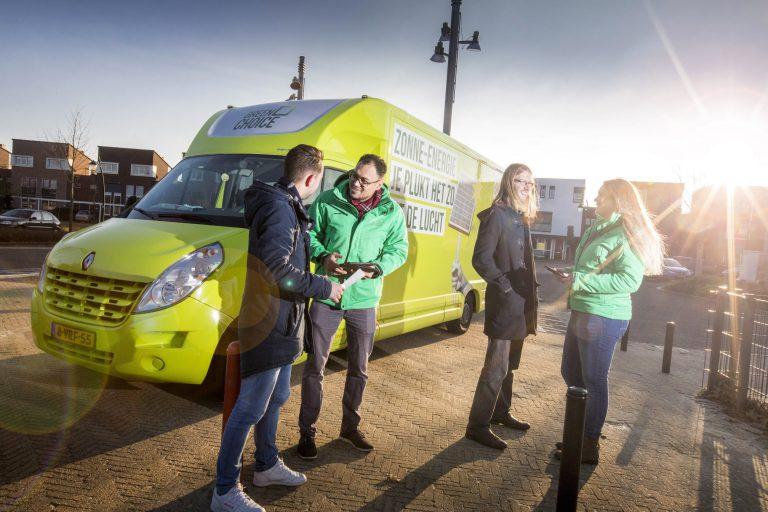 Greenchoice mobieladviescentrum in de wijk voor persoonlijk advies, zonne-energie voor huurders