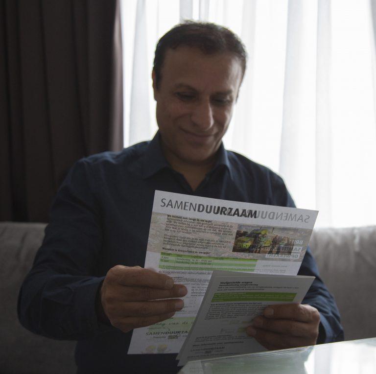 Bewoner ontvangt brief met toegankelijke informatie